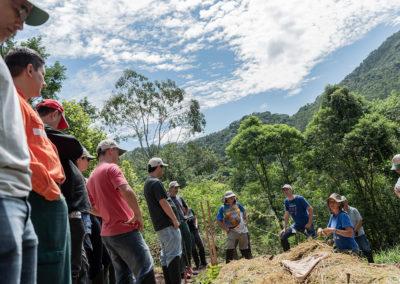 Implementação de Agrofloresta em propriedade rural localizada em Nazaré Paulista com a participação de funcionários de empresas das regiões provedora e beneficiada pela água do Sistema Cantareira - Crédito: Ilana Bar / Estúdio Garagem