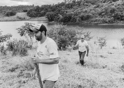 Equipe do Projeto Semeando Água realiza plantio em Área de Preservação Permanente no Sistema Cantareira - Crédito: Ilana Bar/ Estúdio Garagem